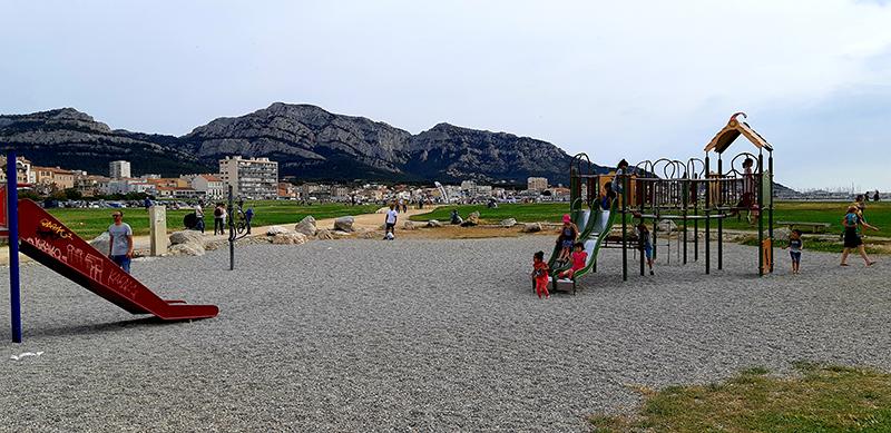 Jeux pour enfants, plage du Prado à Marseille