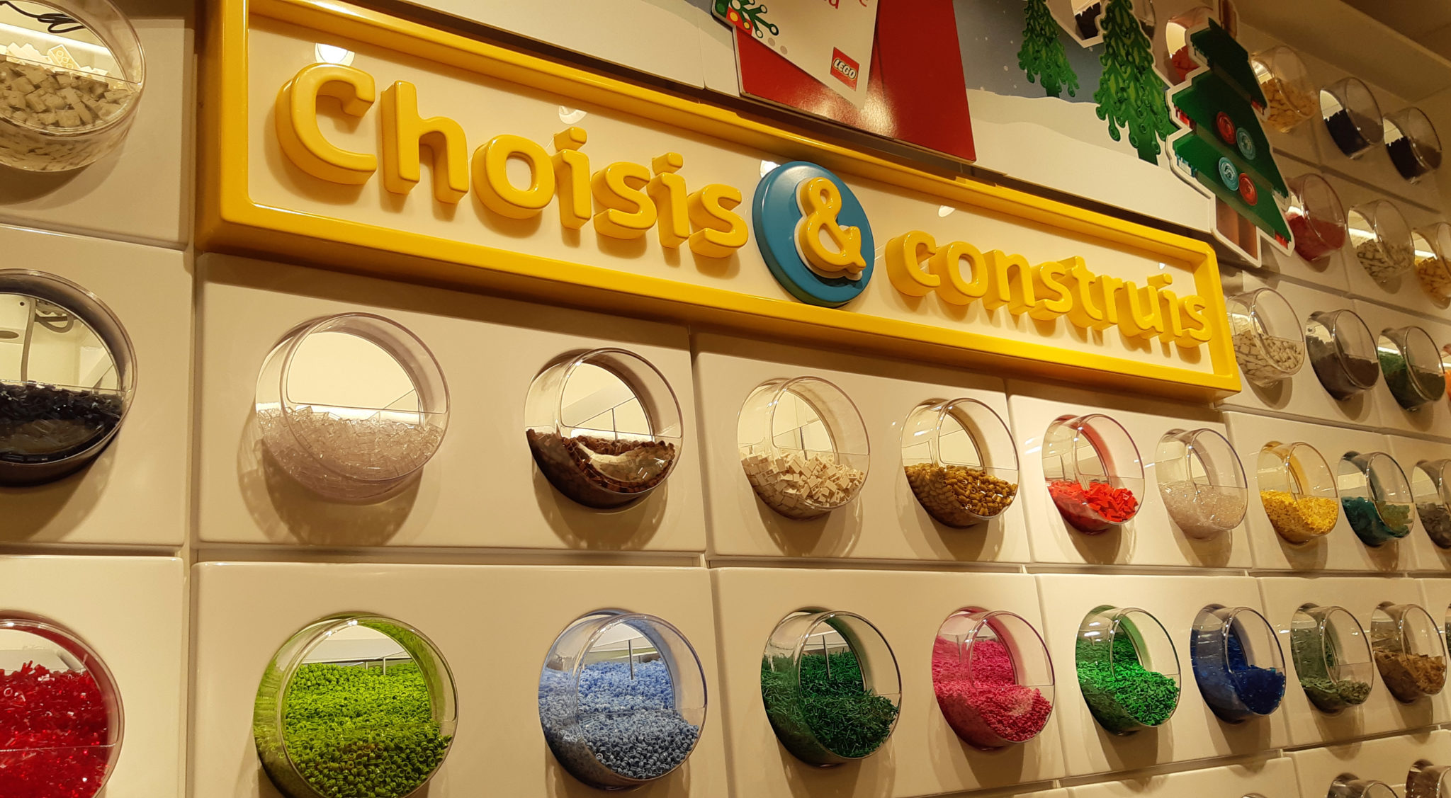 Lego store Marseille, mur de lego